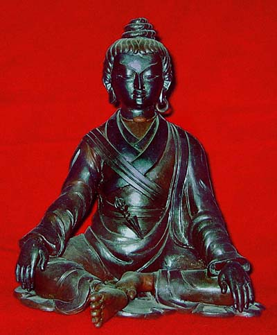 Vajrayana crafts lineage statues